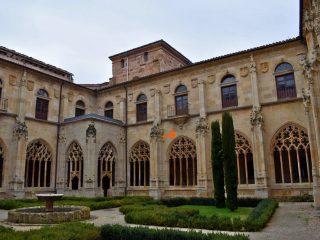 Dos relojes de sol en el monasterio de san Salvador