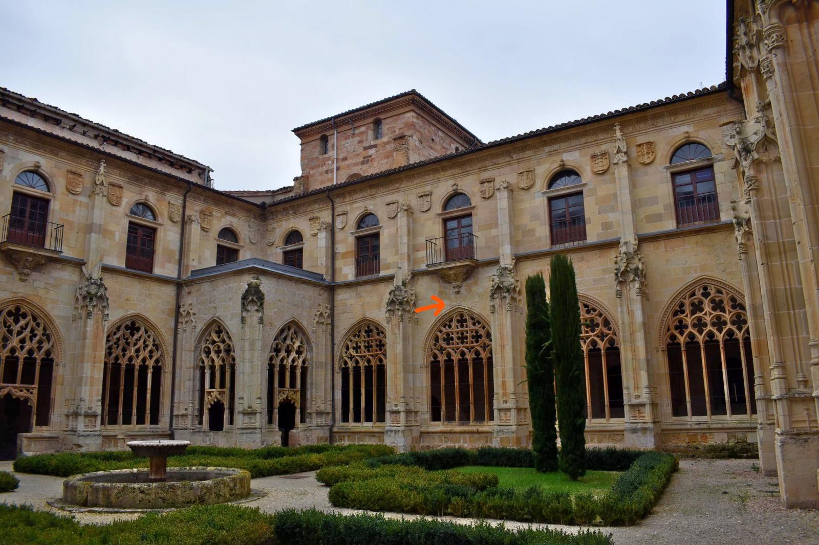 En este momento estás viendo Dos relojes de sol en el monasterio de san Salvador